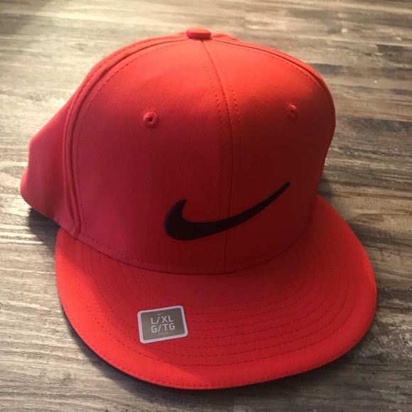 Nike Flat Billed Dri Fit Hat fc4a697f4773